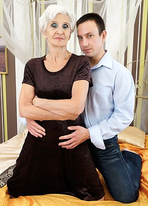 Best HD Mom and Boy Porn Pictures