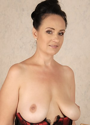 Best HD Saggy Tits Porn Pictures