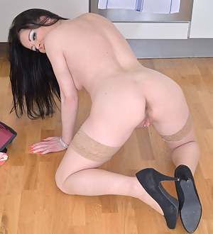 Best HD On Knees Porn Pictures
